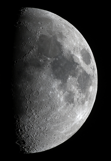 Moon_233917_210bl.jpg