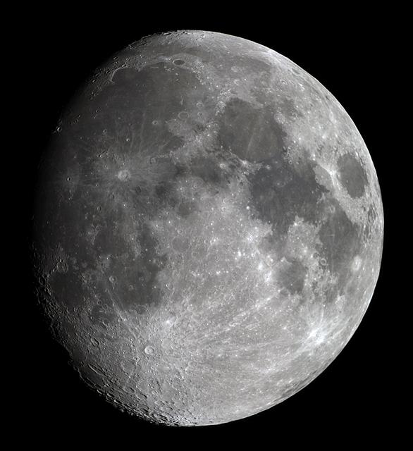 moon_20190417bl.jpg